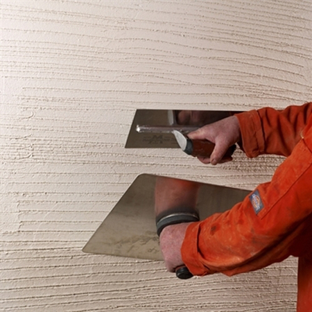 Image of K Rend HP14 Base Coat being applied with two trowels